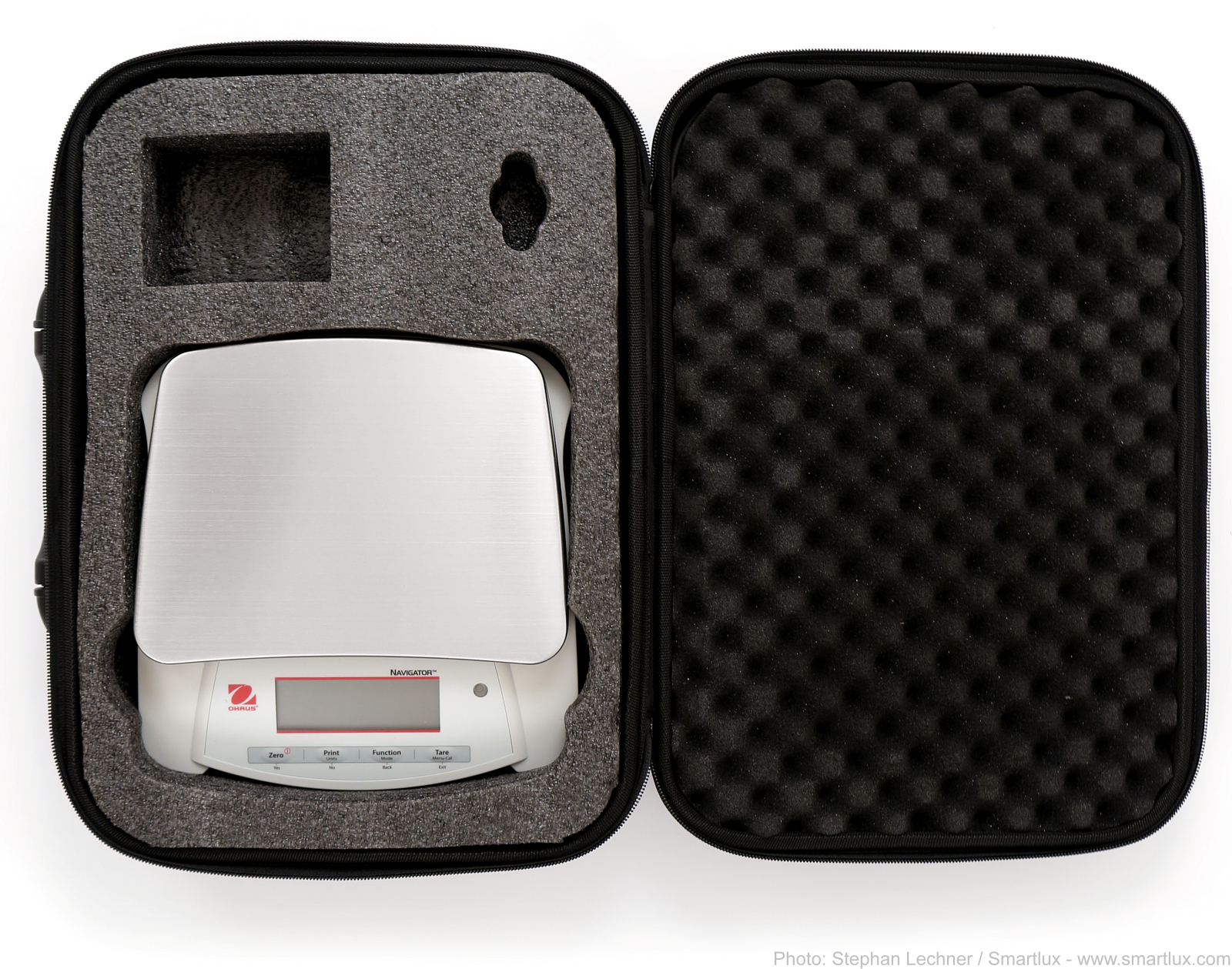 Ohaus Navigator scale in carrying case